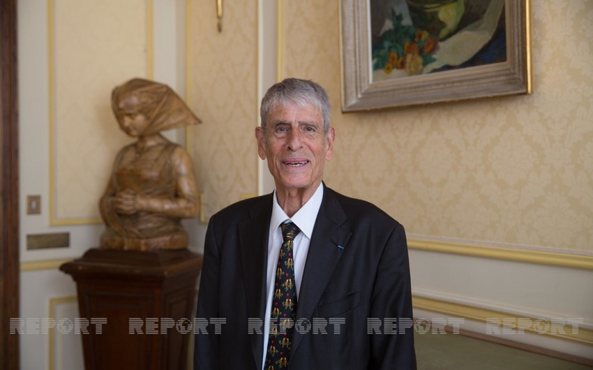 French writer: Religious buildings in Azerbaijan treated with great respect