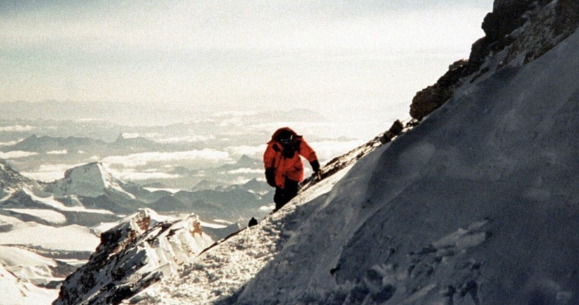 19 climbers evacuated from Himalayan peak over COVID-19 suspicions in Nepal