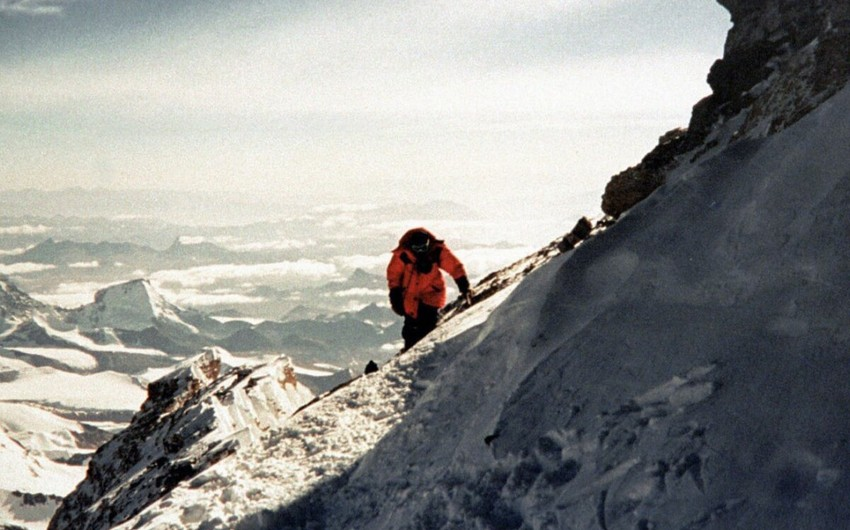 COVID-19-a yoluxmuş alpinistlər Himalayın zirvəsindən təxliyə edilib