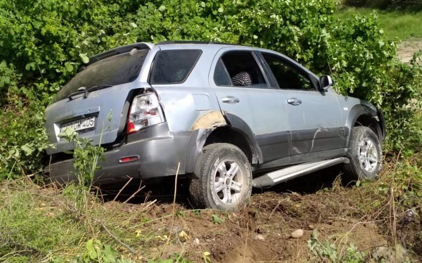В Барде автомобиль столкнулся с трактором, 2 человека пострадали - ФОТО