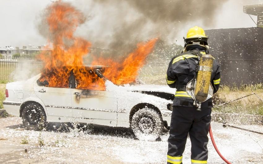 Bakı-Sumqayıt yolunda avtomobil yanır