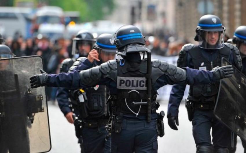 Fransada silahlı şəxslər saxlanılıb