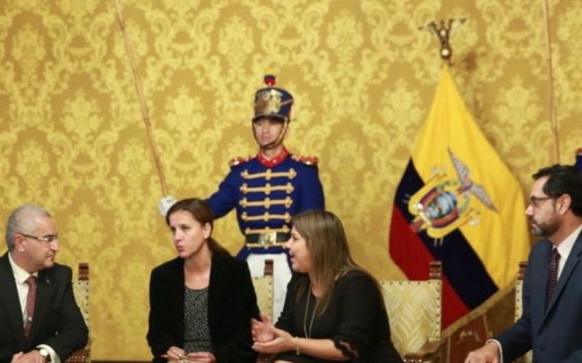 Elxan Poluxov etimadnamələrini Ekvadorun Vitse Prezidentinə təqdim edib