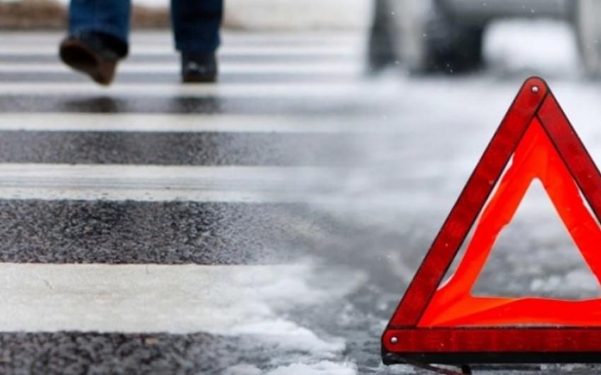 Nəsimi rayonunda 38 yaşlı kişini avtomobil vurub