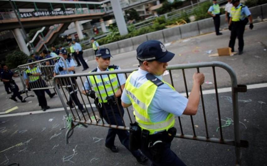 Honq Konq küçələrdən barrikadalar qaldırıb