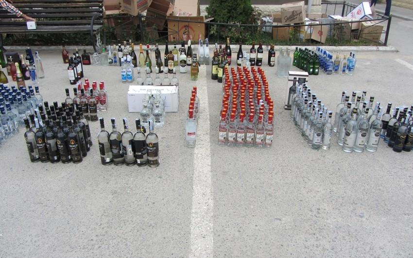 Qaçaqmalçılıq yolu ilə ölkəyə gətirilən külli miqdarda spirtli içki aşkar olunub - FOTO