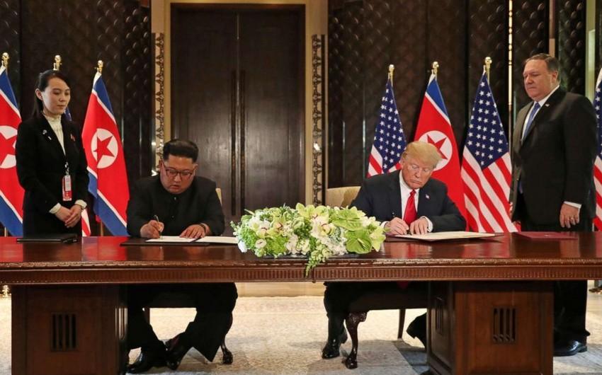 Donald Tramp və Kim Çen İn Sinqapur görüşünün yekunlarına dair sənəd imzalayıblar - VİDEO