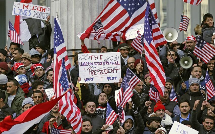 В США суд временно приостановил выполнение иммиграционного указа Трампа