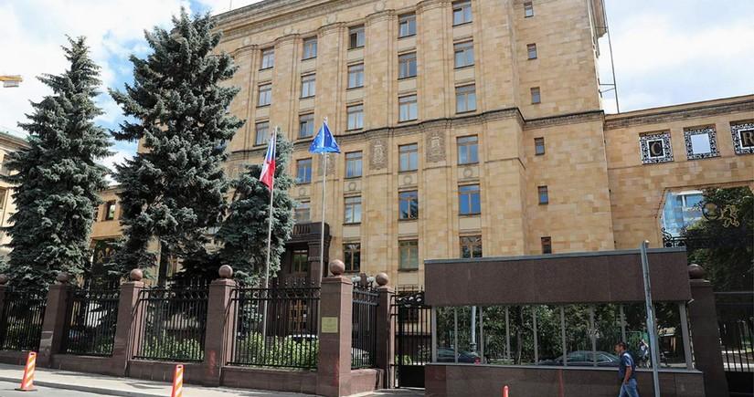 Çexiyanın Rusiya səfirliyində beş diplomat qalacaq