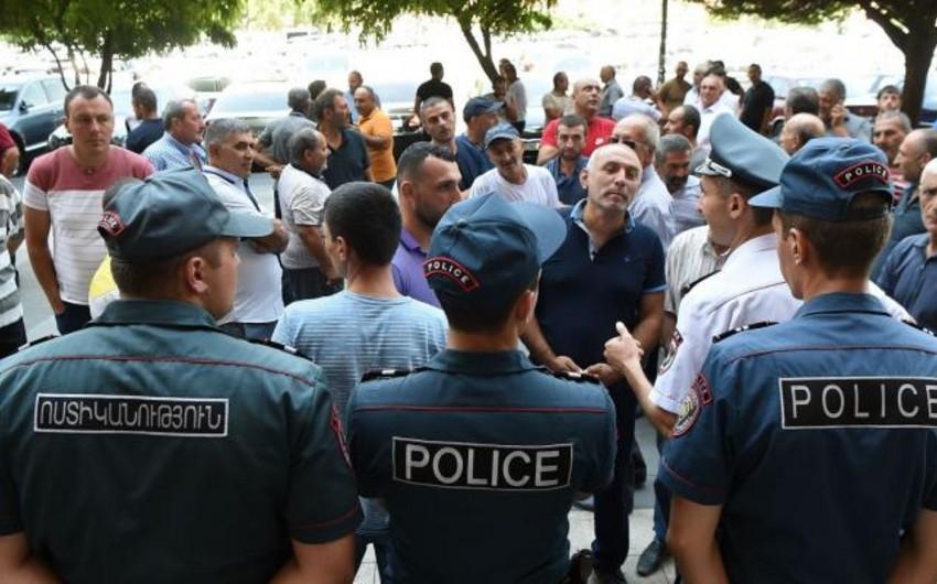 Yerevanda hökumət binasının qarşısında aksiya keçirilib