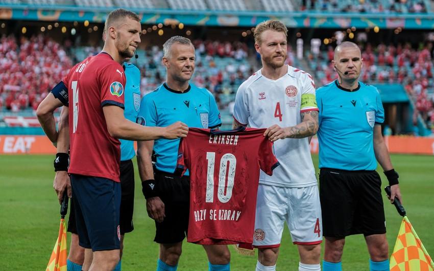 Bakı Olimpiya Stadionunda Kristian Eriksenin forması meydana gətirildi