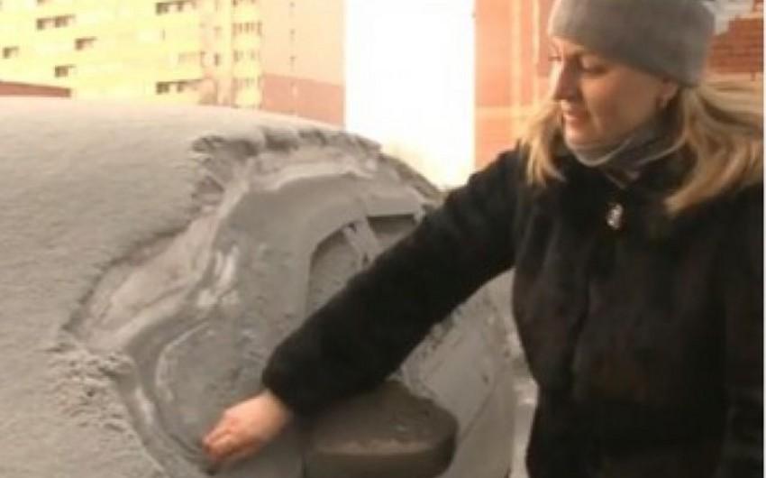 Black snow falls in Russia - VIDEO