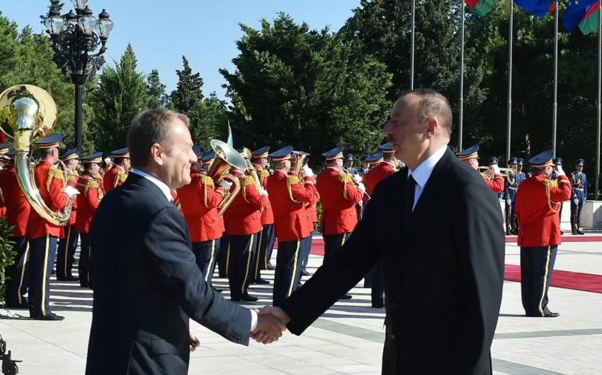Bakıda Avropa İttifaqı Şurasının prezidenti Donald Tuskun rəsmi qarşılanma mərasimi olub