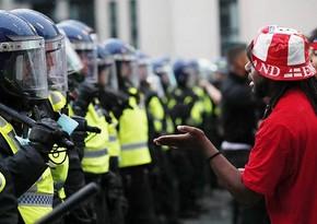 В Лондоне 19 полицейских пострадали в столкновениях с болельщиками