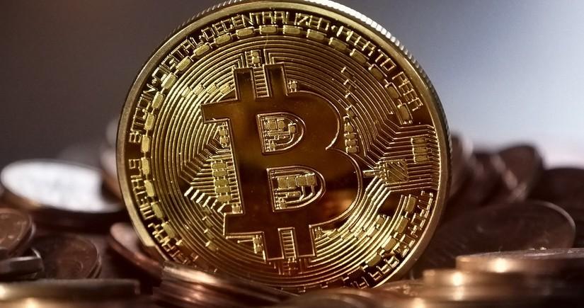 Стоимость биткоина впервые достигла 62 тыс. долларов