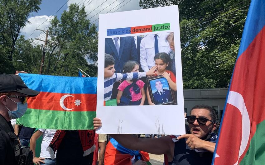 Azərbaycanlılar Ermənistanın ABŞ-dakı səfirliyinin qarşısında aksiya keçiriblər