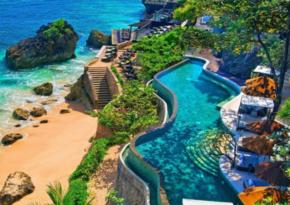 Власти Индонезии открыли курорт Бали