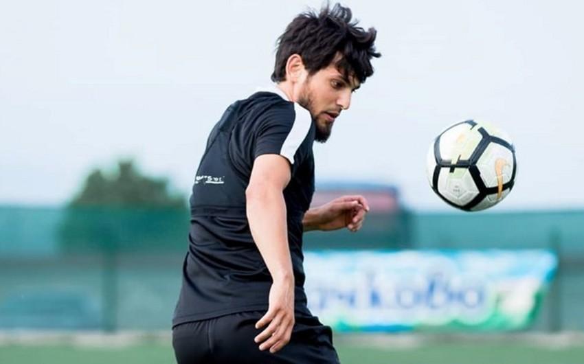 Səbaillə vidalaşan oyunçu 28 yaşında futboldan getdi