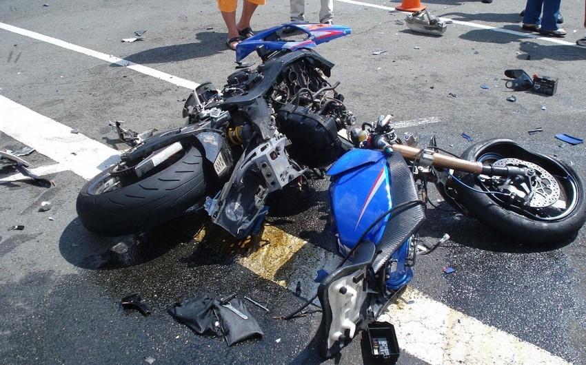 Xətaidə motosikletçi qəza nəticəsində xəsarət alıb
