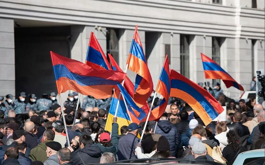 Ermənistan müxalifəti Yerevanda parlament yaxınlığında mitinq keçirir