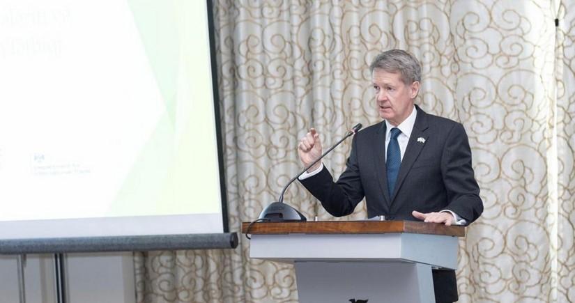 Посол Великобритании почтил память шехидов Отечественной войны