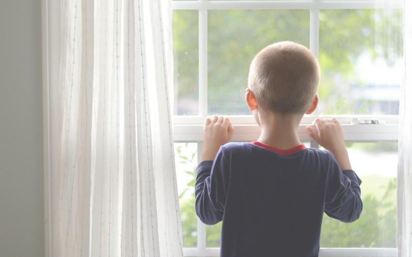 Abşeronda 7 yaşlı uşaq 6-cı mərtəbədən yıxılaraq öldü