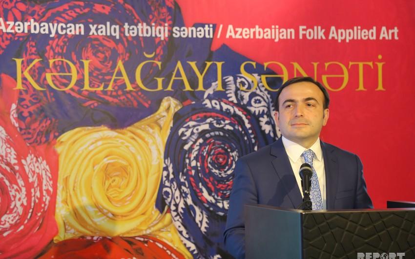 Azərbaycanın kəlağayı sənətinə dair yeni çap olunan kitabın təqdimatı keçirilib