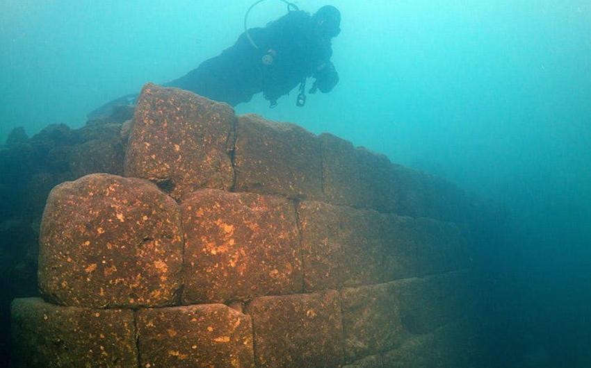 Türkiyədə Van gölünün dibindən Urartu dövlətinə aid qala aşkar edilib - FOTO