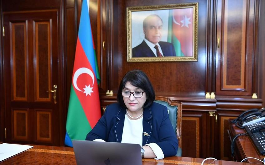 Sahibə Qafarova Federasiya Şurasının plenar iclasında çıxış edir