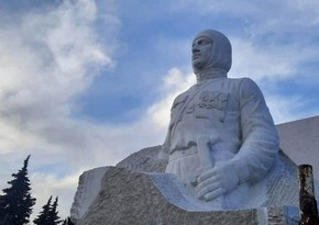 Armenians forced to remove statue of Garegin Nzhdeh in Khojavend