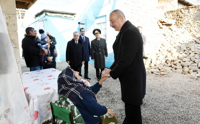 Президент Ильхам Алиев посетил Шемаху, где произошло землетрясение