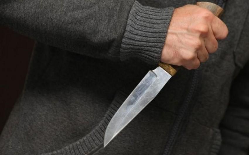 В Баку 23-летний юноша получил ножевое ранение вблизи станции метро