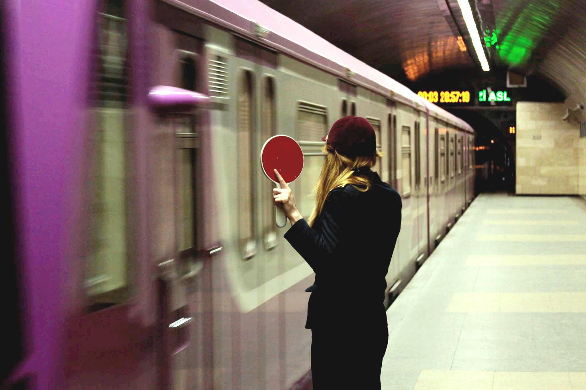 В Бакинском метрополитене устанавливают новые вентиляторы