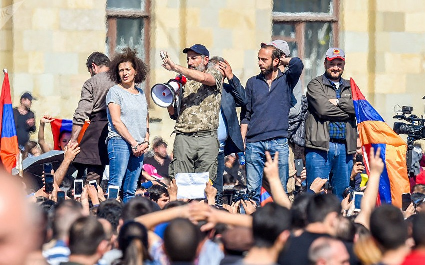 Ermənistan müxalifəti Yerevanda yenidən mitinqə başlayıb