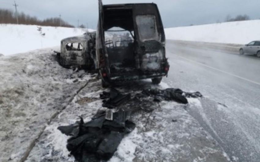 Rusiyada mikroavtobus qəzaya uğradı, ölənlər var - VİDEO