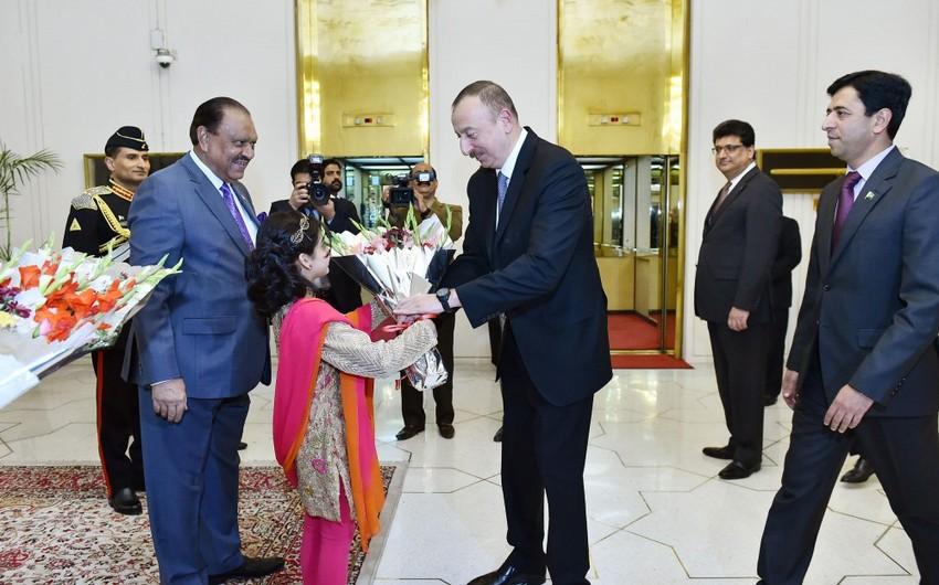 Prezident İlham Əliyev Pakistan dövlətinin başçısı adından verilən şam yeməyində iştirak edib