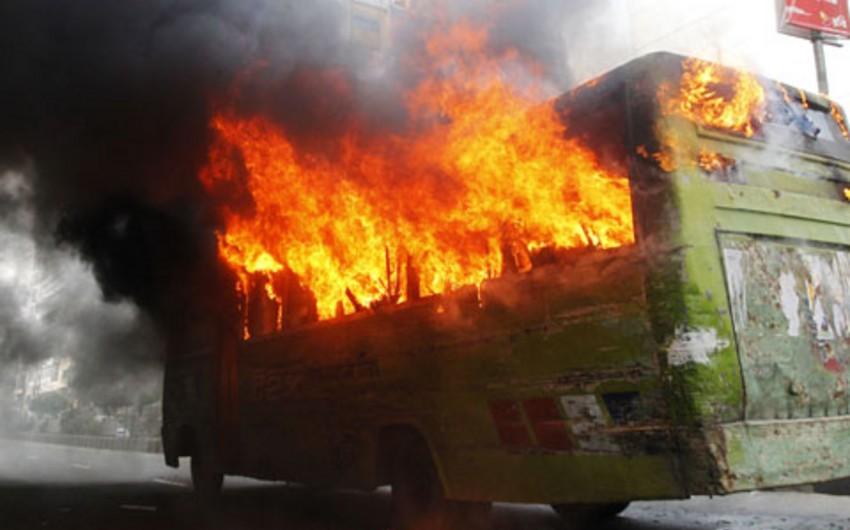 Meksikada sərnişin avtobusu yandırıb və içində qalaraq ölüb