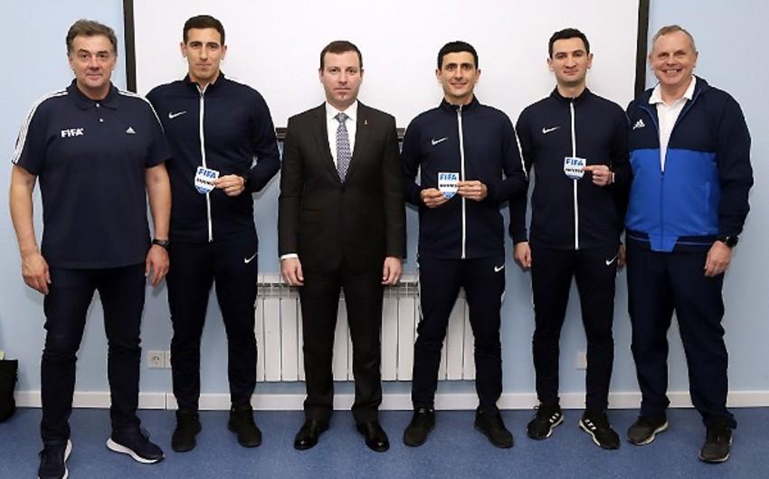 Azərbaycanın FIFA referilərinə emblemlər təqdim olunub