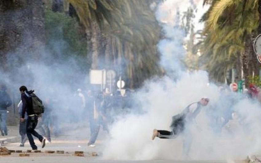 Tunisdə fövqəladə vəziyyət elan olunub