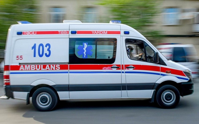 Bakıda çağırışa gedən təcili tibbi yardım avtomobili ahıl qadını vurdu