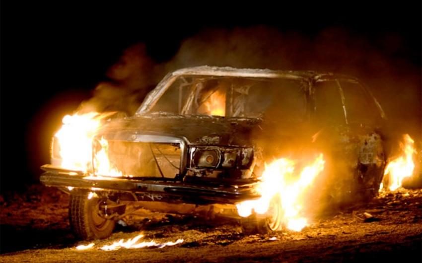 Qobustanda minik avtomobili yanıb