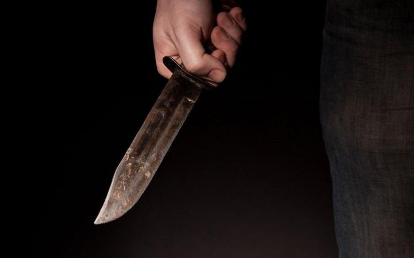Prokuror Bakıda 20 min dollar borca görə əmisi oğlunu bıçaqlayan alverçiyə cəza istəyib