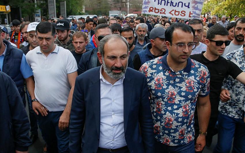 Nazarbayev və Sarkisyan Ermənistandakı daxili siyasi vəziyyəti müzakirə ediblər