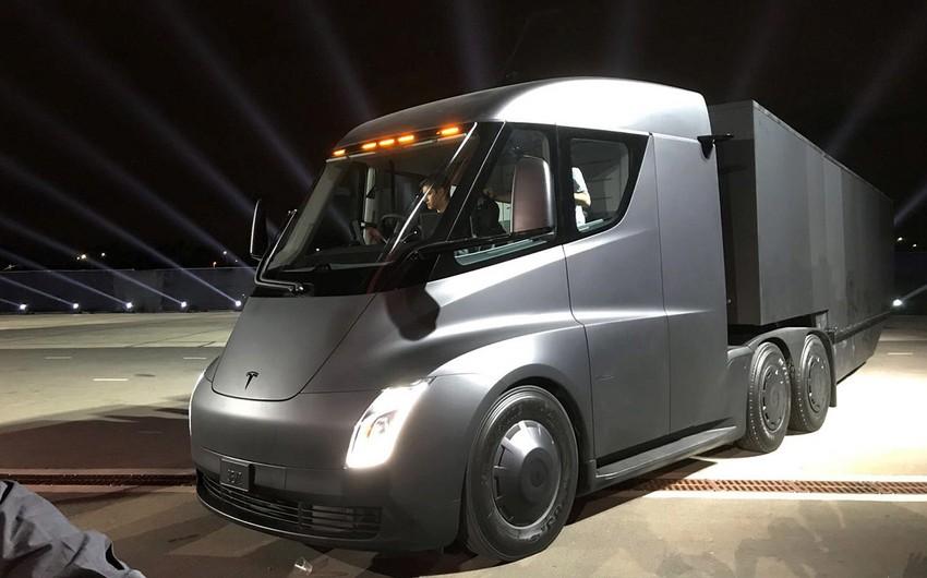 Tesla ilk yük və idman avtomobillərini təqdim edib
