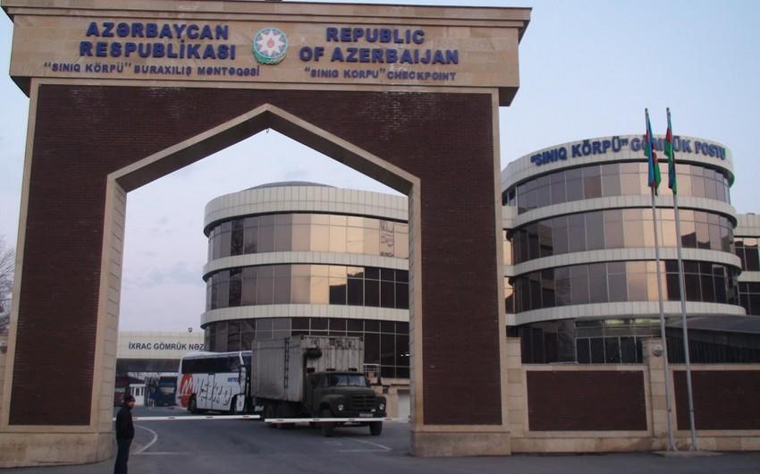 """""""Sınıq Körpü"""" gömrük postu gücləndirilmiş iş rejiminə keçib"""