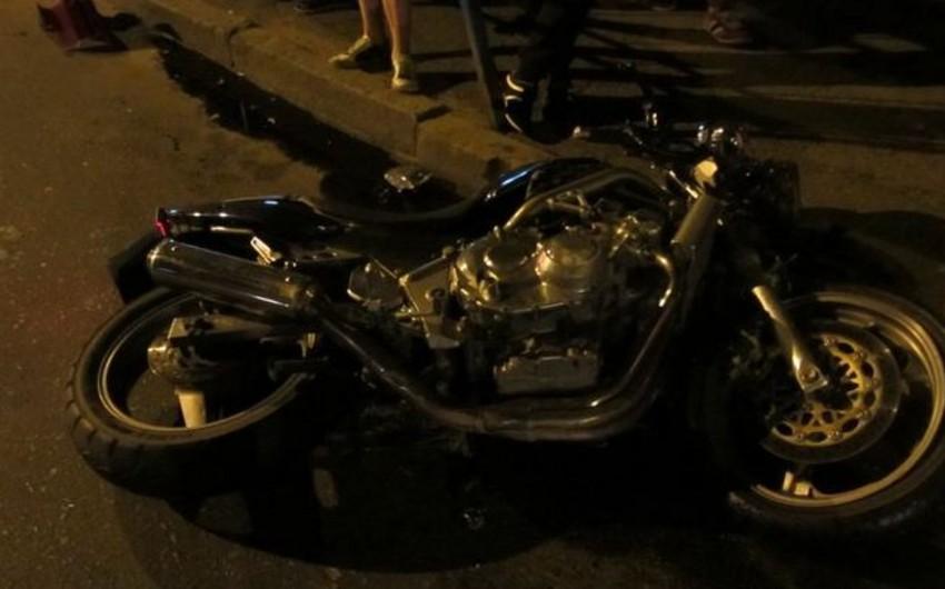 Neftçalada motosikl qəzaya uğrayıb, xəsarət alanlar var