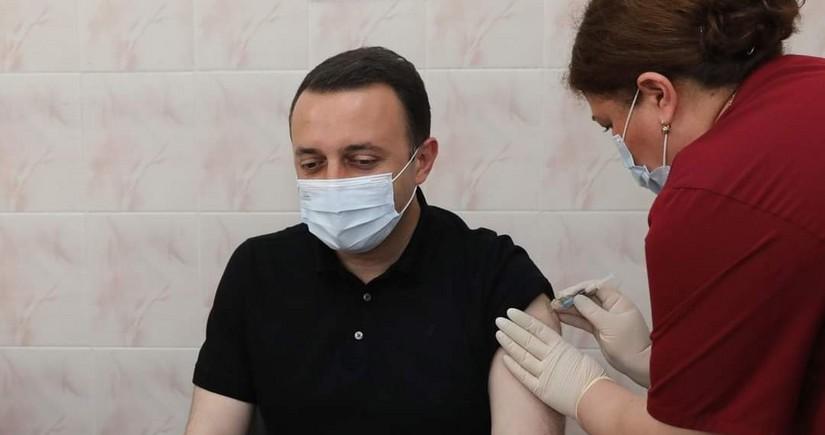 Премьер-министр Грузии получил вторую дозу вакцины от COVID-19