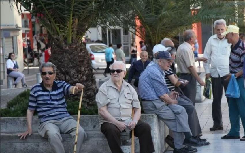 Türkiyədə 65 yaşdan yuxarı insanlara küçəyə çıxmaq qadağan edilir