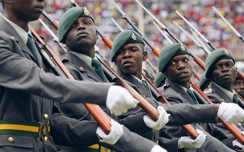Zimbabvedə hərbçilər Robert Muqabenin bir neçə yaxın adamını həbs ediblər