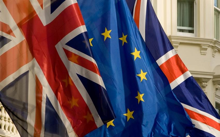 Опрос: Более половины британцев считают, что страна должна остаться в составе ЕС